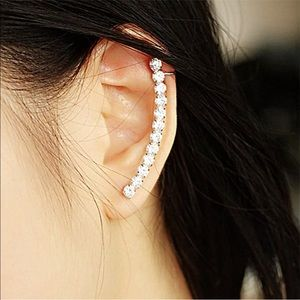 Jewelry - Just in! Hot on trend rhinestone ear crawler set.